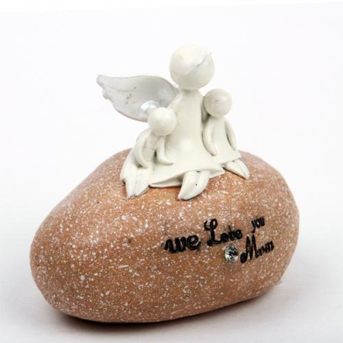 돌에앉은 아기와 천사