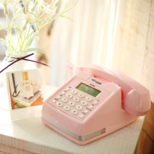 레트로 핑크 사각 전화기