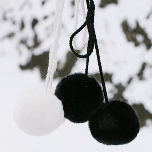 NE/이어진 두개의 털방울 큰사이즈 -블랙